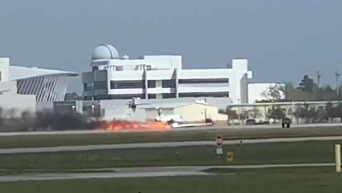 VIDEO: Un jet privado aterriza de emergencia envuelto en llamas en EE.UU.