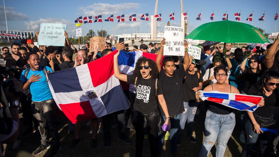 """""""¡Se van!"""": Una joven dominicana compone un rap que le da voz a los indignados de su país thumbnail"""