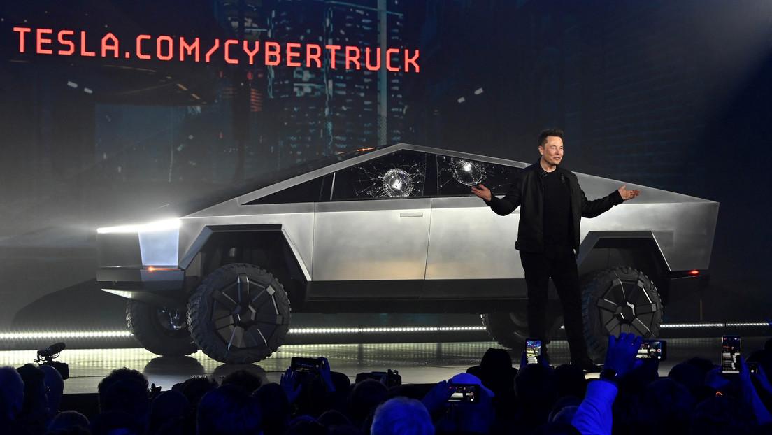 VIDEO: ¿Quieres un Tesla Cybertruck? Ahora puedes conseguir uno por solo 20 dólares (y viene con una pegatina de ventana rota)