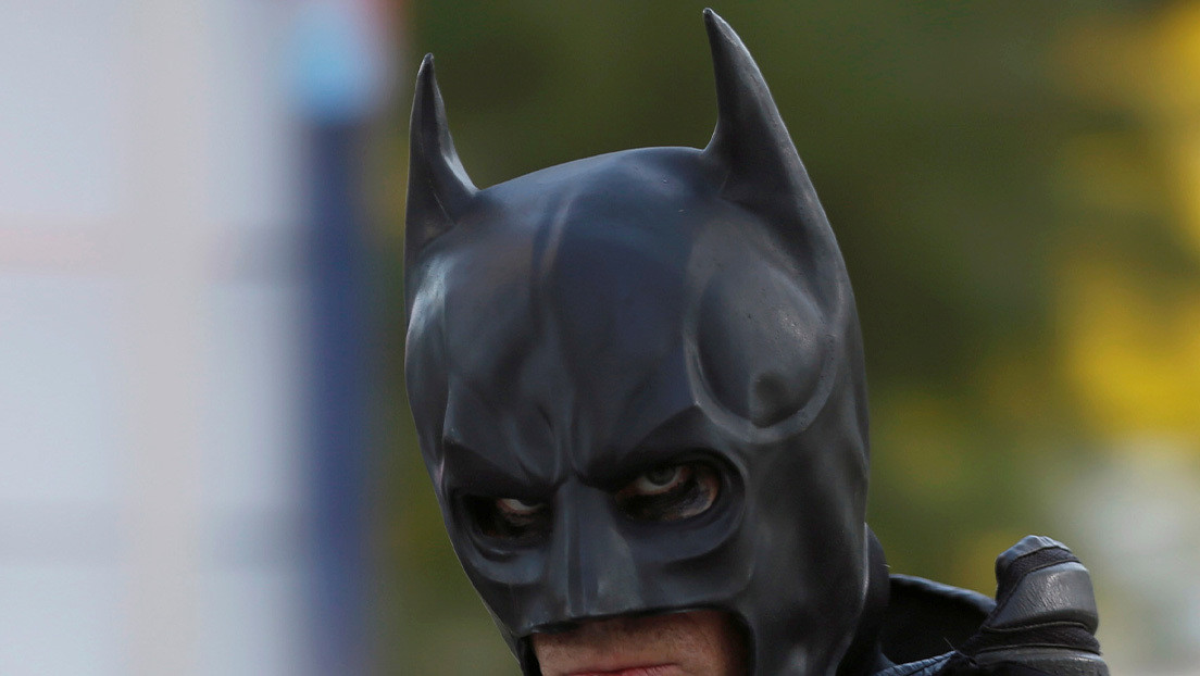 Filtran imágenes del disfraz completo de Batman a bordo de la 'batimoto' durante el rodaje de la nueva película (FOTOS)
