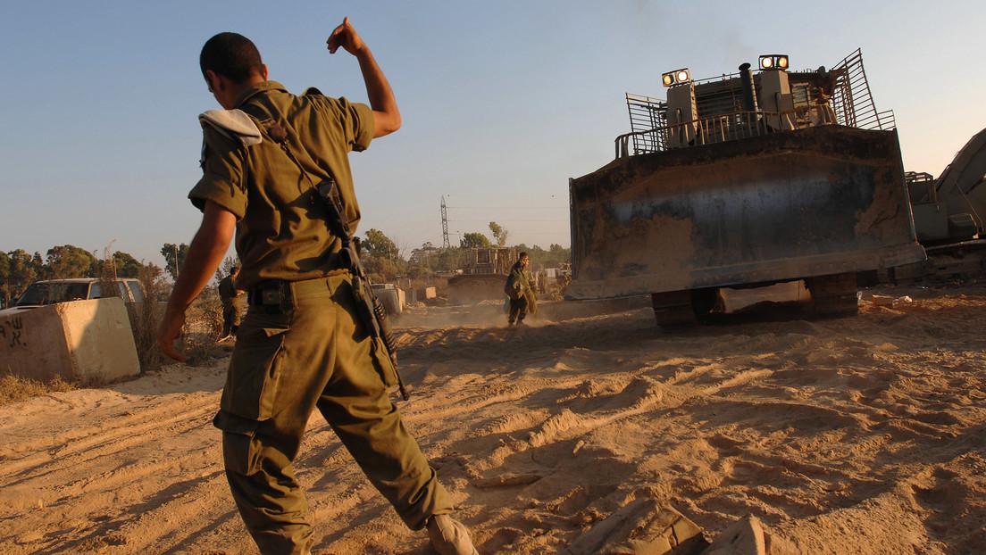 Israel retira con una excavadora el cadáver de un presunto atacante en Gaza y causa indignación entre los lugareños