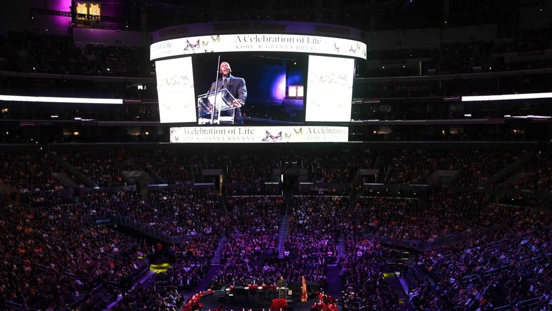 Miles de personas se despiden de Kobe Bryant en la cancha de Los Angeles Lakers en una emotiva ceremonia
