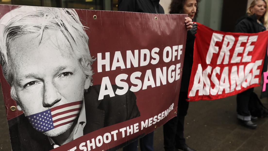 El editor en jefe de WikiLeaks denuncia que no dejaron pasar al tribunal donde juzgan a Assange