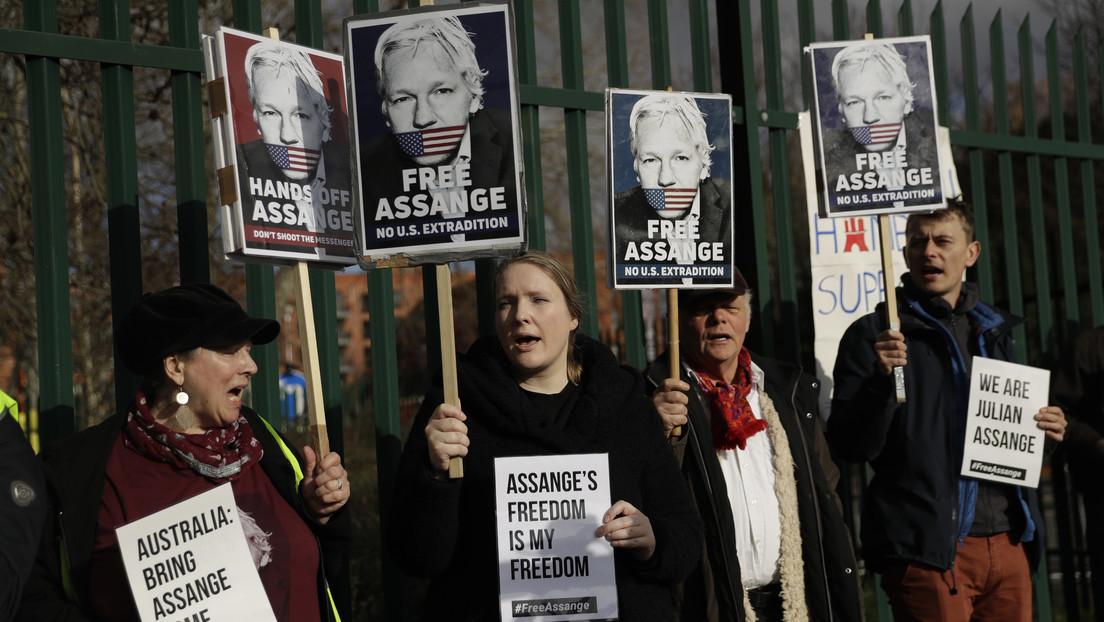 Denuncian que Assange fue esposado 11 veces, desnudado y llevado a 5 celdas diferentes el primer día del juicio de extradición