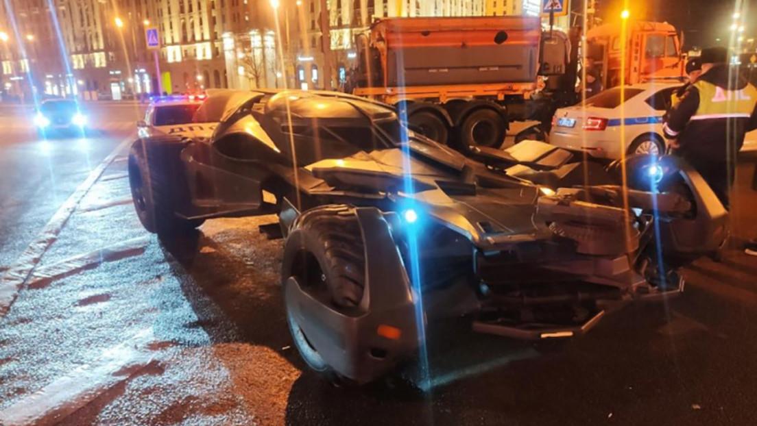 VIDEO, FOTOS: Un 'batimóvil' casero recorre las calles de Moscú y termina confiscado por la Policía