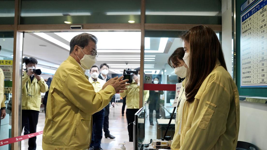 Cientos de miles de surcoreanos piden la destitución del presidente por su débil respuesta al brote de coronavirus