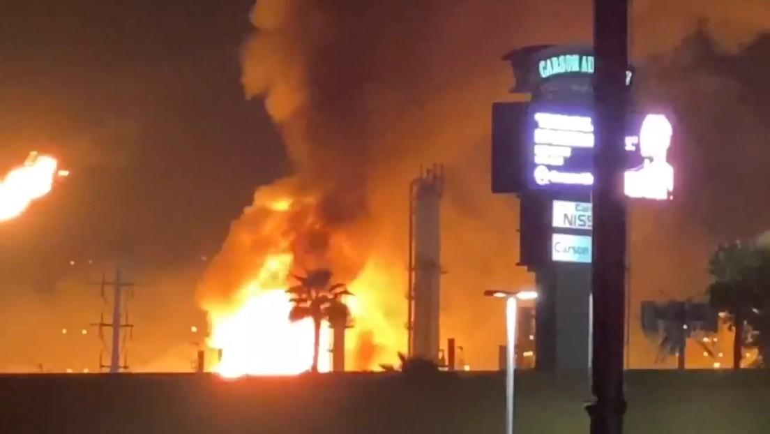 VIDEOS: Un gran incendio estalla en la refinería más grande la costa oeste de EE.UU.