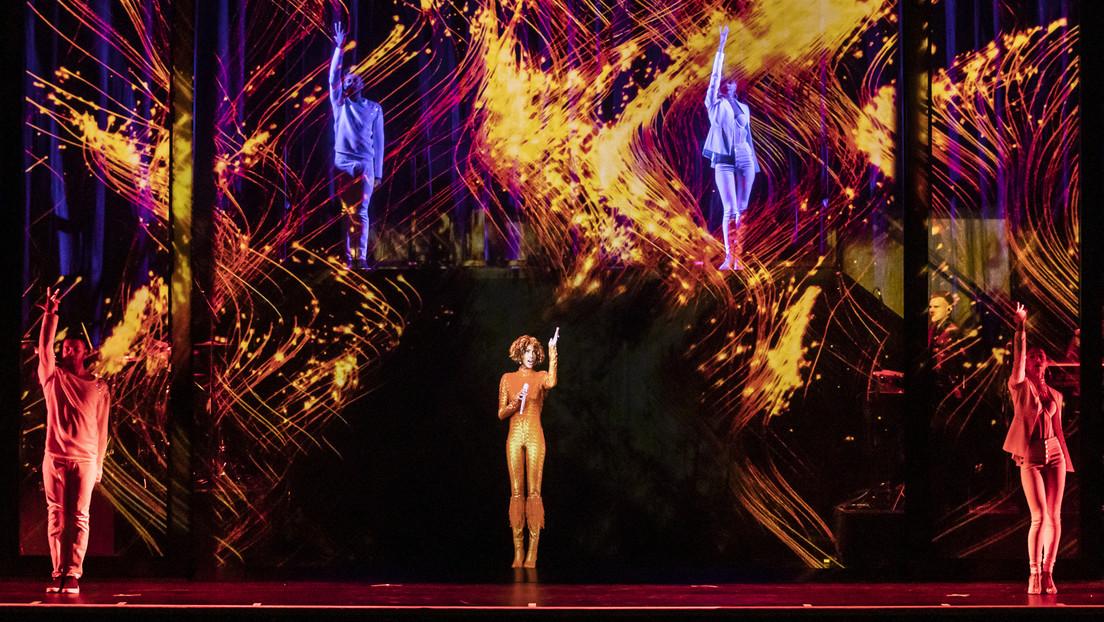 Holograma de Whitney Houston comienza su gira mundial y reaviva la polémica sobre cantantes fallecidos que 'siguen' ofreciendo conciertos