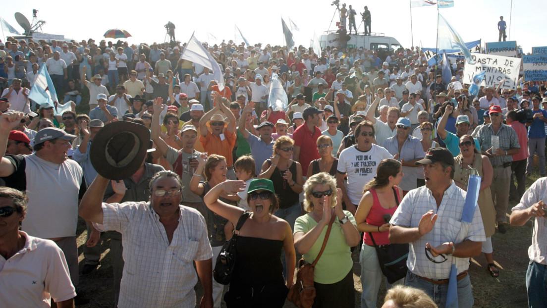 Cómo el alza de impuestos a la soja en Argentina amenaza con revivir el conflicto entre gobierno y patronales agropecuarias
