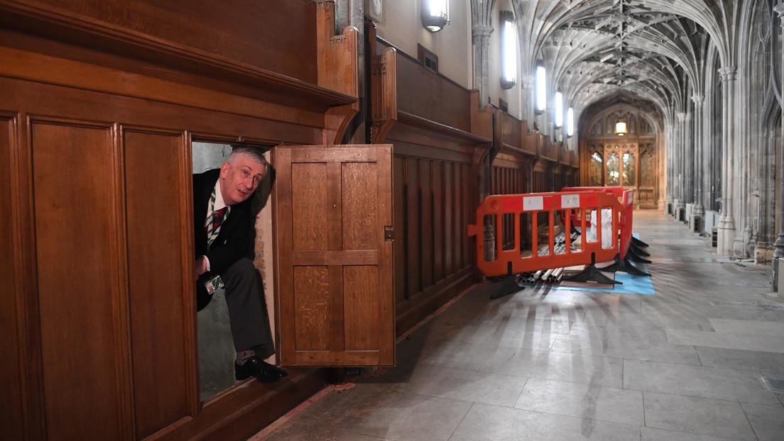Descubren una puerta secreta en la Cámara de los Comunes británica que estuvo cerrada durante casi 170 años  (FOTOS)