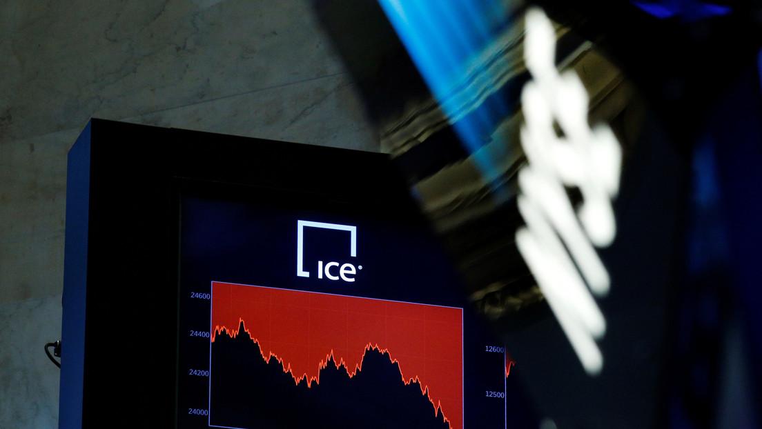 El índice Dow Jones cae más de 900 puntos en medio de la propagación del coronavirus