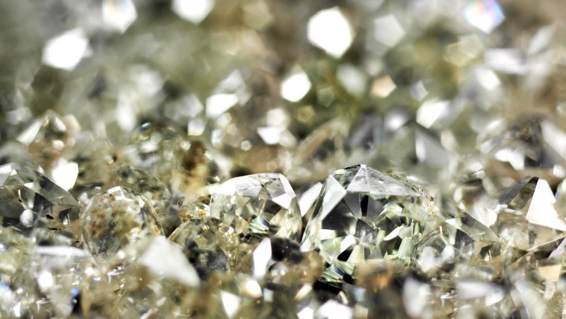 Científicos convierten petróleo en diamantes