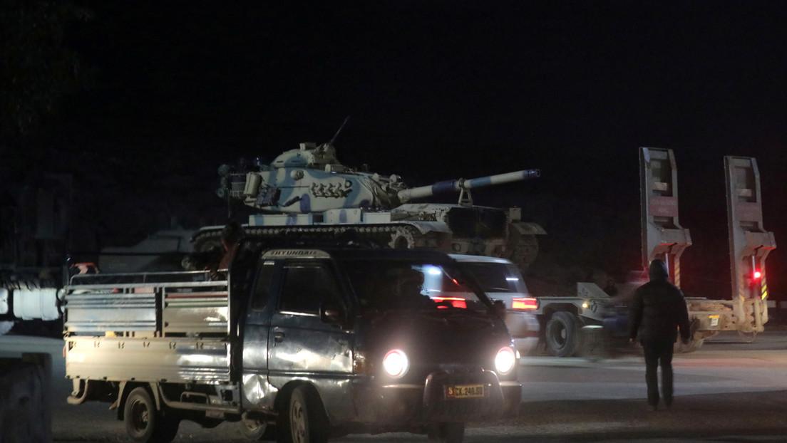 Turquía está atacando Siria en represalia por los 33 soldados turcos muertos en Siria