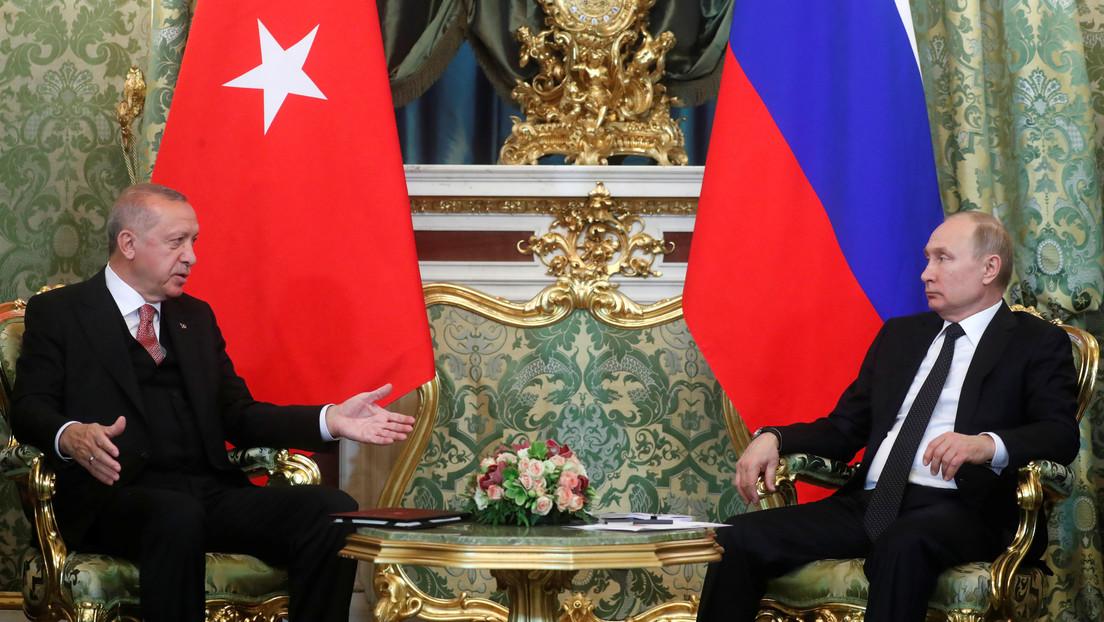 Putin y Erdogan acuerdan discutir la organización de una cumbre en relación con la situación en Idlib
