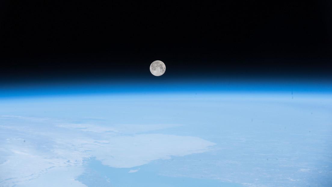 FOTO: Publican la primera instantánea a color de la 'miniluna' de la Tierra que desconocíamos