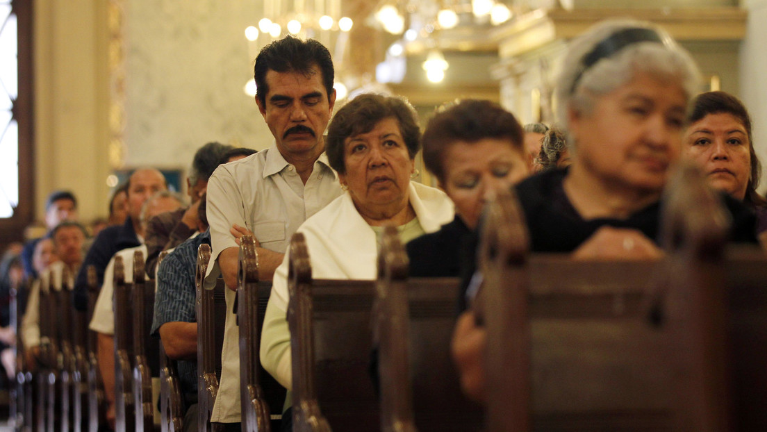 La Iglesia mexicana pide evitar el contacto físico con el 'saludo de la paz' por el coronavirus