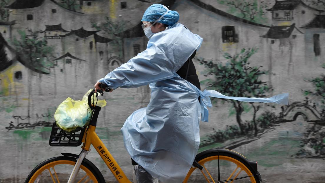 El número de muertos por coronavirus en China continental asciende a 2.835 personas
