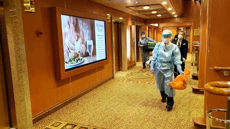 Japón confirma cerca de 10 casos de coronavirus en el crucero aislado en el puerto de Yokohama (VIDEOS, FOTO)