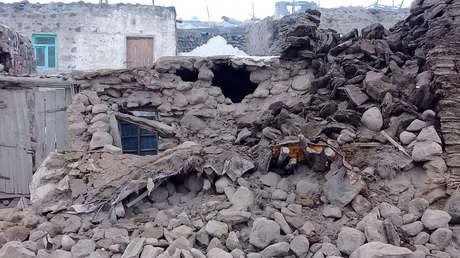 Primeras imágenes: varios muertos y más de 1.000 edificaciones colapsadas por el terremoto en la frontera turco-iraní (VIDEOS)
