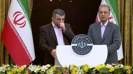 VIDEO: Viceministro iraní de Salud tose y se seca la frente durante una rueda de prensa sobre el coronavirus, un día antes del anuncio de su infección