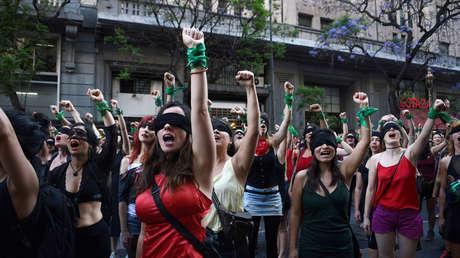 Queda en libertad el femicida que mató a su novia de 113 puñaladas en Argentina