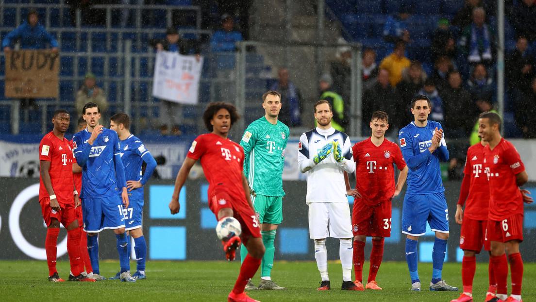 VIDEO: Jugadores del Bayern de Múnich y el Hoffenheim se niegan a continuar un partido y solo se pasan el balón entre ellos