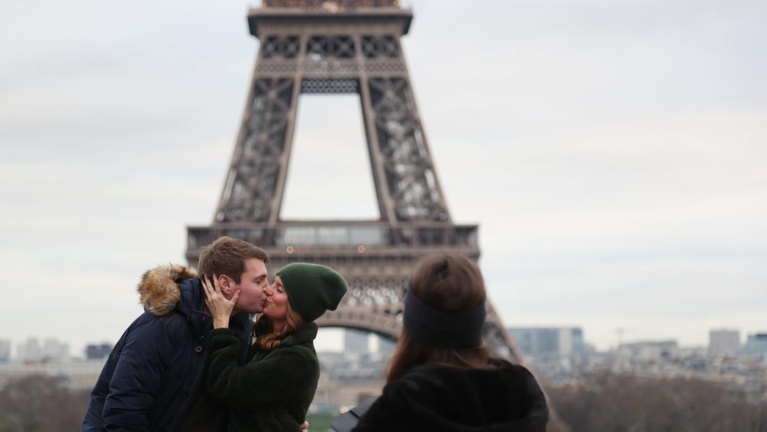 Ministro de Salud francés pide reducir los saludos con besos para evitar la propagación del coronavirus