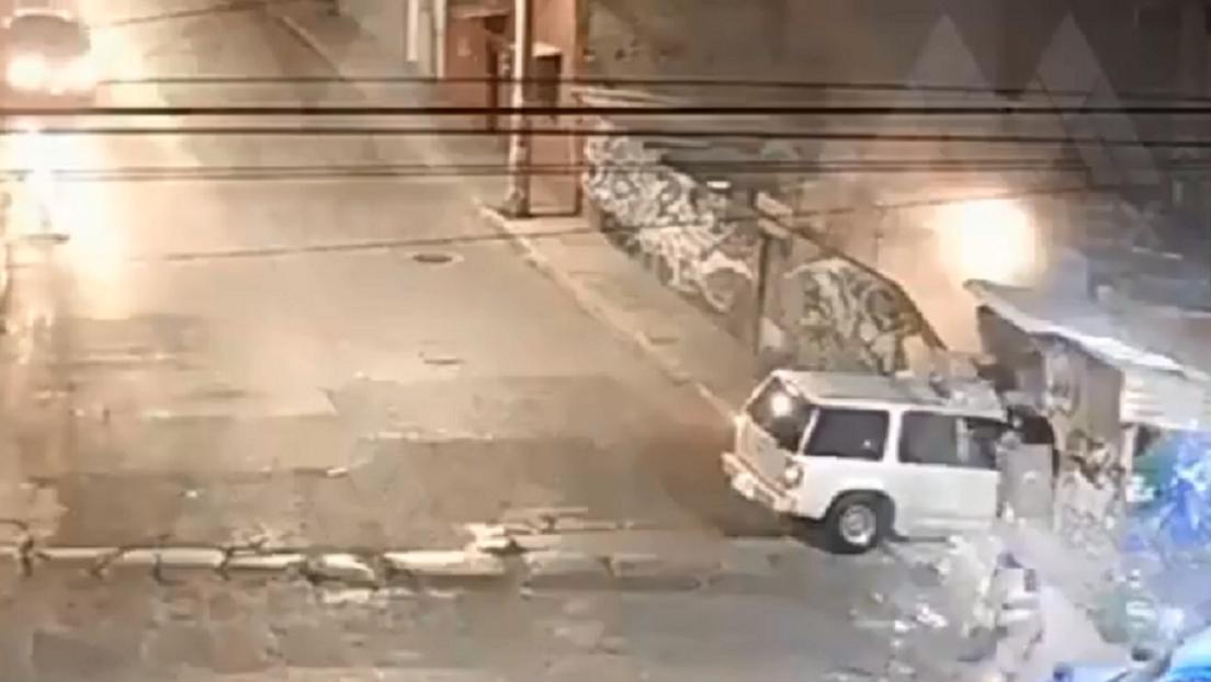 VIDEO: Una cámara de seguridad capta el momento en que una camioneta se estrella contra una casa en México