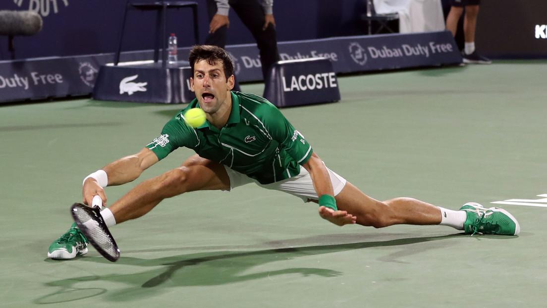 VIDEO: Novak Djokovic alcanza la pelota con una impresionante apertura de piernas y los internautas lo apodan el Hombre Araña