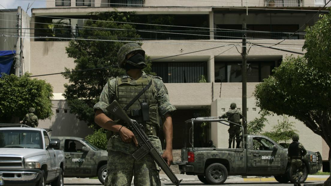 """El Cártel Jalisco Nueva Generación amenaza con hacer """"pedacitos"""" a los policías y taxistas que apoyen a La Familia Michoacana (VIDEO)"""