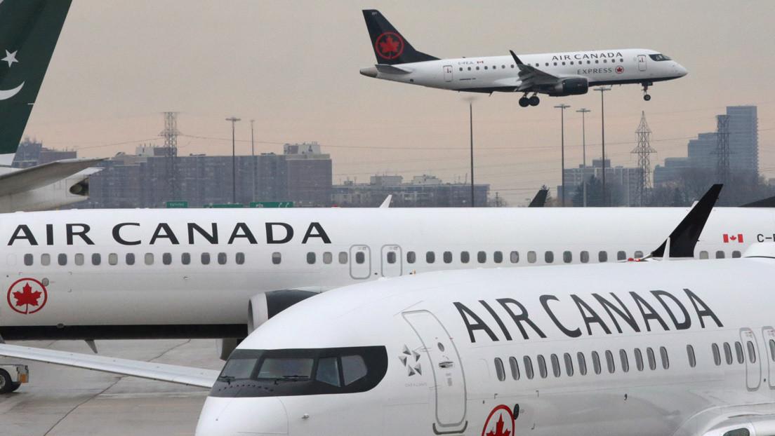VIDEO: Pasajeros se deslizan desde las alas de un avión tras realizar un aterrizaje de emergencia