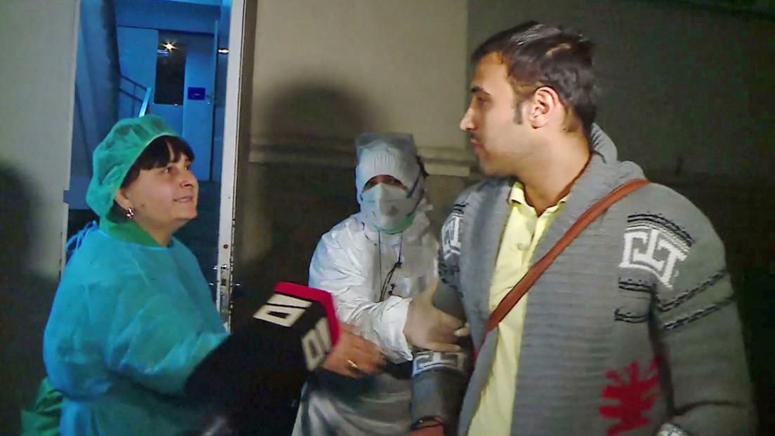 Un iraní bajo sospecha de coronavirus fue dado de alta y luego devuelto al hospital cuando atendía a los medios de comunicación (VIDEO)