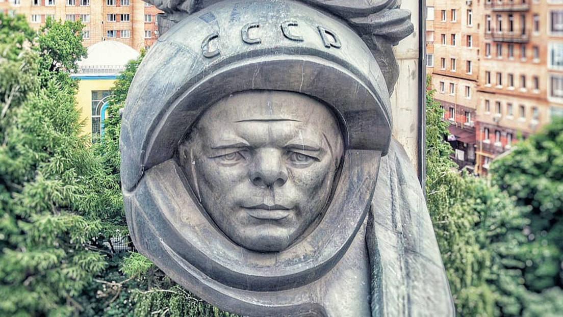 ¿Por qué está triste Gagarin?: una escultura 'avejentada' del primer cosmonauta sorprende a la Red