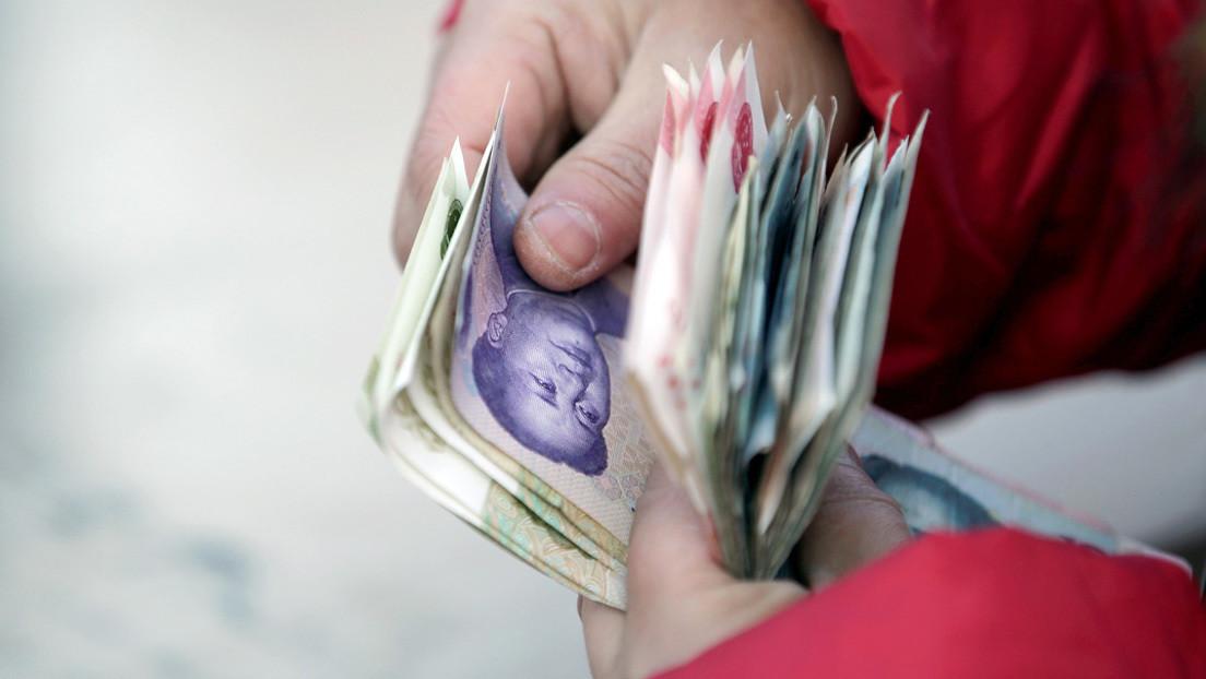 Quema 450 dólares al 'desinfectar' billetes en un microondas por miedo a contraer el covid-19