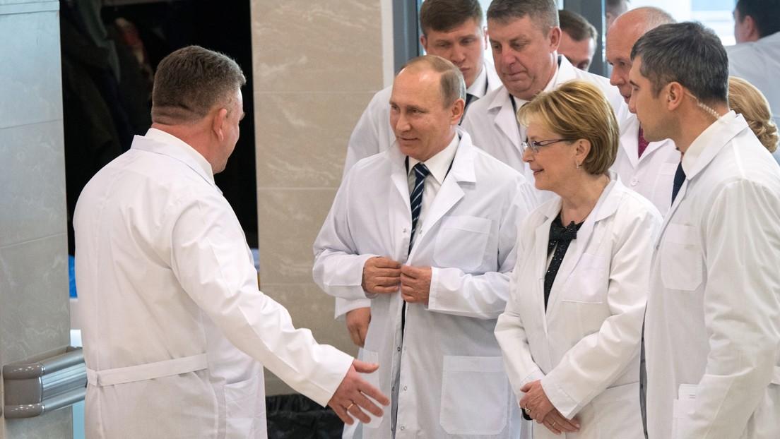 Revelan las medidas que sigue Putin para protegerse del coronavirus (y están al alcance de todos)