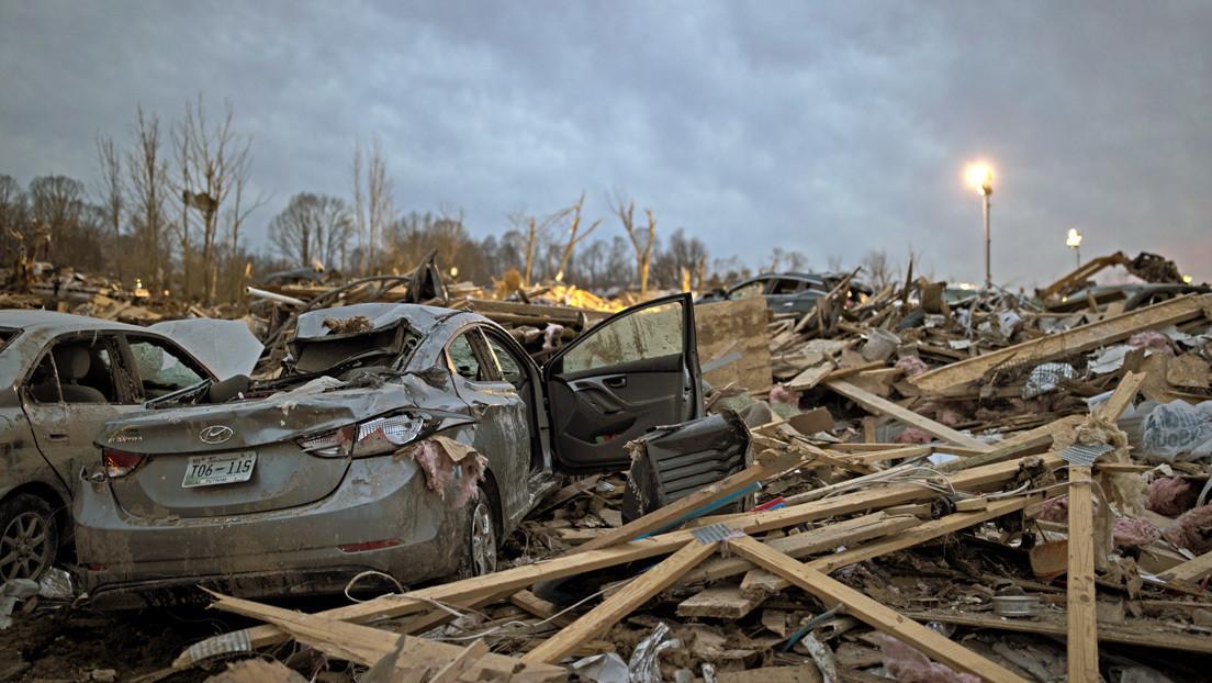 VIDEO: Un operario de grúa atrapado a 120 metros de altura queda cara a cara con el mortal tornado que golpeó Tennessee