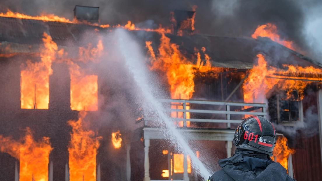 Un hombre incendia toda una casa al tratar de matar a una serpiente