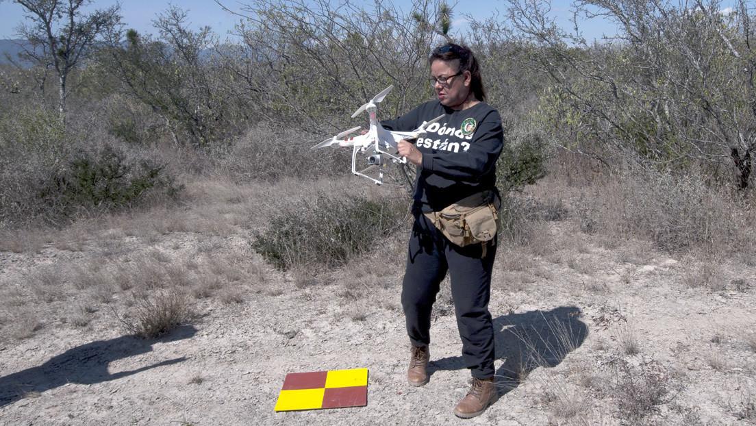 """Madre mexicana usa un dron para buscar a su hijo desaparecido hace 9 años en un """"lugar de exterminio"""" thumbnail"""