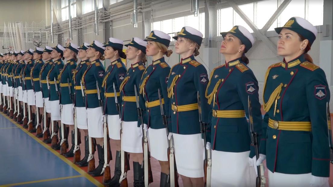 Rusia entrena a mujeres soldado para desfilar por Ekaterimburgo durante el Día de la Victoria (VIDEO, FOTOS)