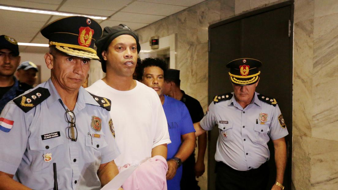 FOTO: Publican la primera imagen de Ronaldinho desde una prisión en Paraguay