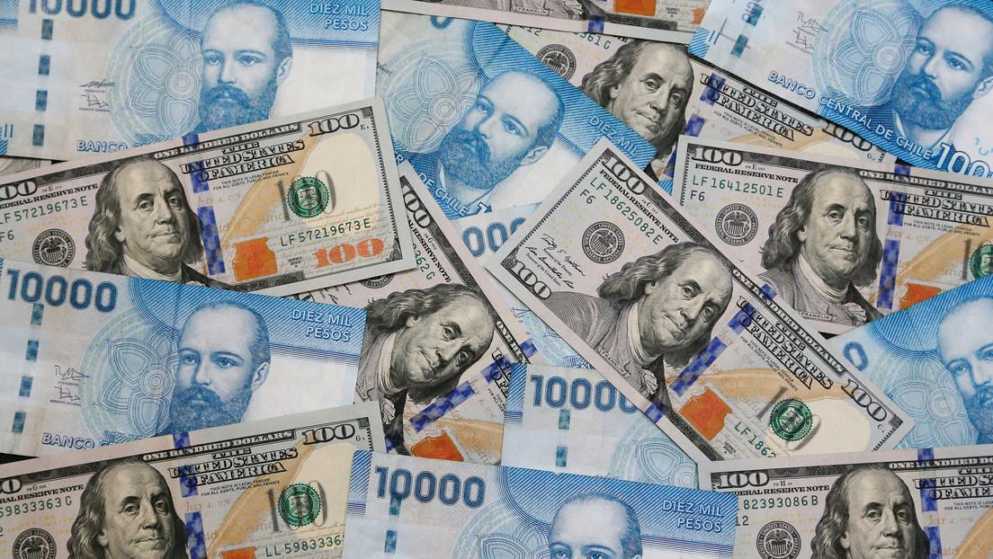 El peso chileno se desploma frente al dólar y alcanza un mínimo histórico
