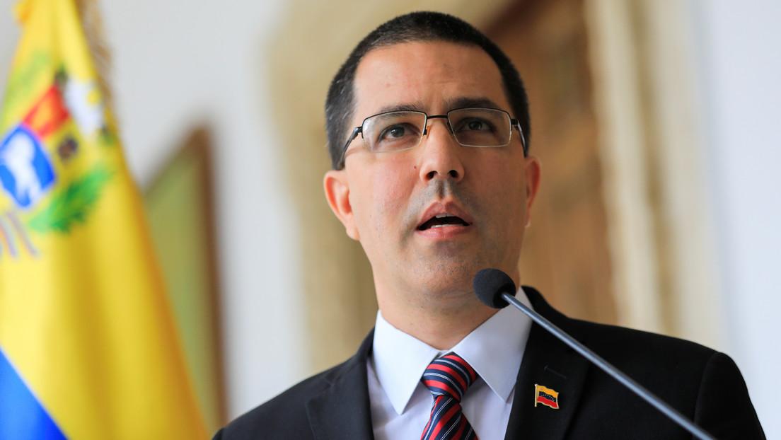 """Arreaza denuncia una """"nueva fase de agresiones"""" contra Venezuela que incluiría una amenaza de bloqueo naval"""