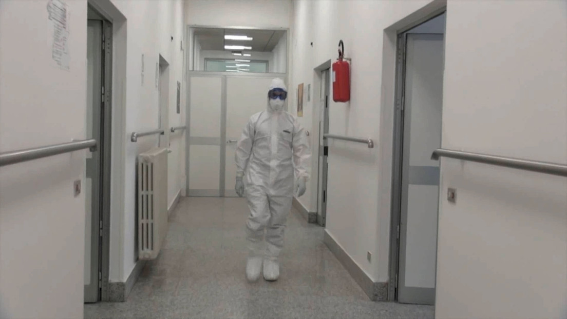 """""""Como en la guerra, debemos elegir a quién tratar y a quién no"""": médico relata cómo es la lucha contra el coronavirus en Italia"""