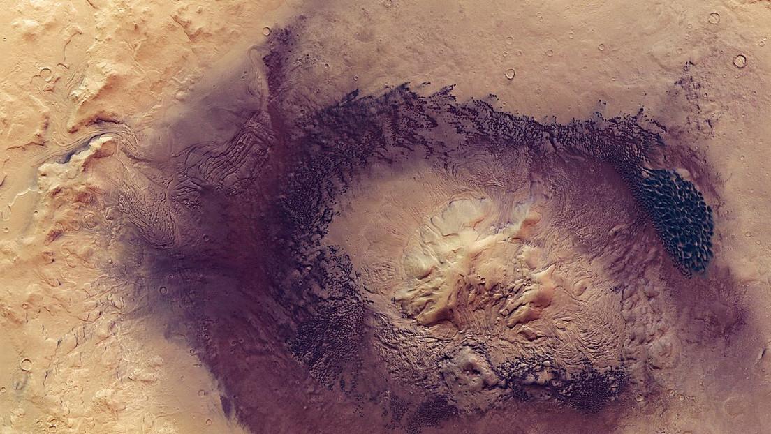 La sonda Mars Express de la ESA capta impresionantes imágenes de un gigantesco cráter de Marte