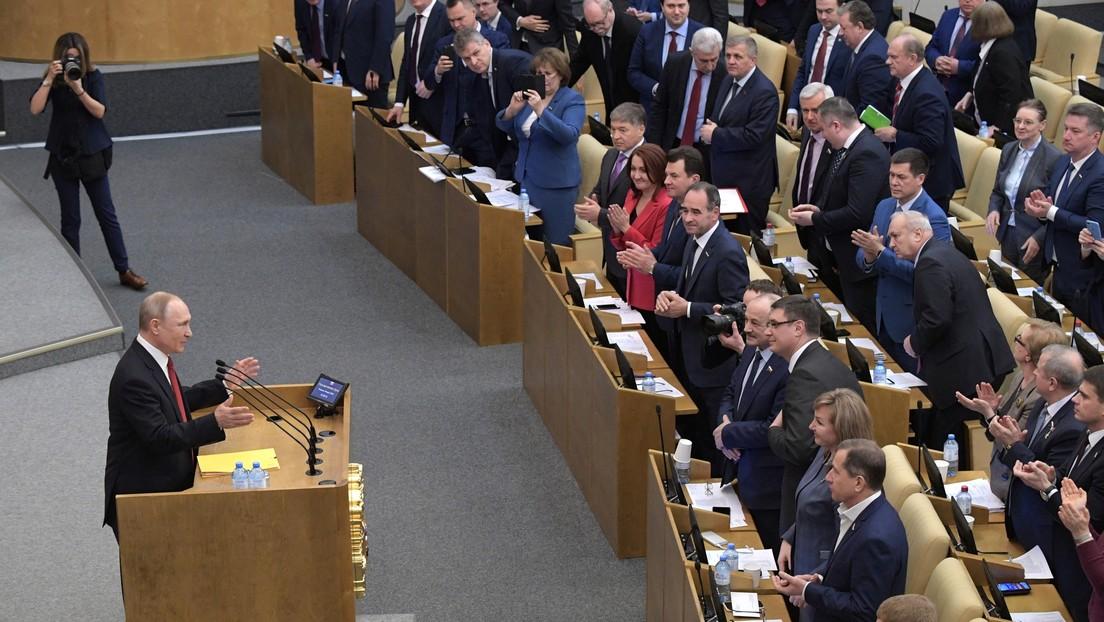 Putin rechaza la propuesta de eliminar la limitación de mandatos presidenciales si el Tribunal Constitucional no decide lo contrario