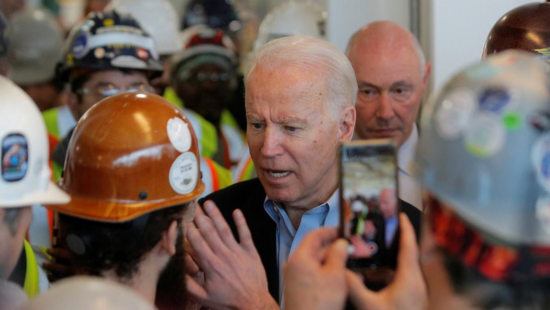 """""""Está usted lleno de mierda"""": Biden discute con un trabajador de una fábrica de Míchigan por las leyes sobre armas de fuego"""