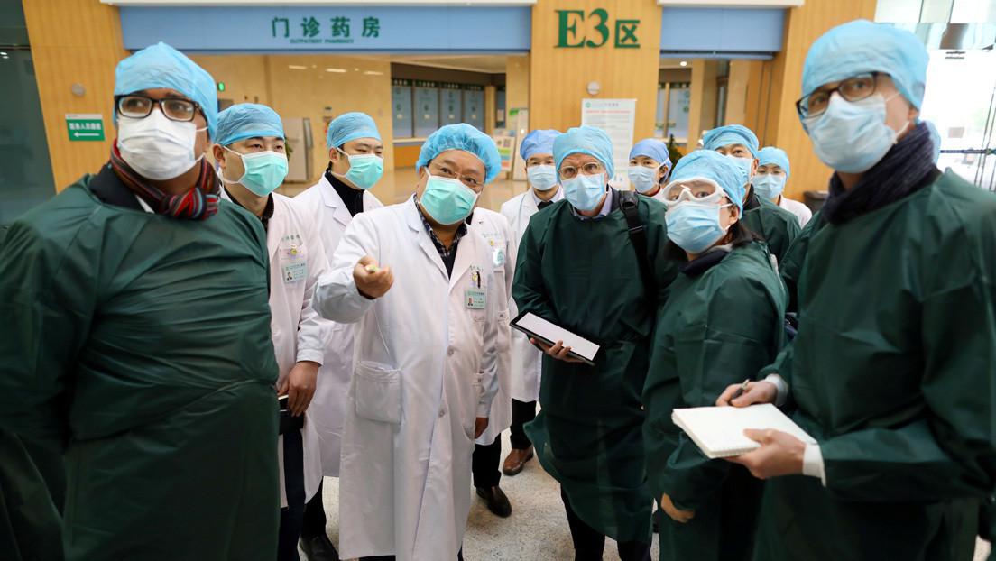 Médicos se quitan sus máscaras y muestran el rostro en el cierre del último hospital improvisado para pacientes con coronavirus en Wuhan (VIDEO)