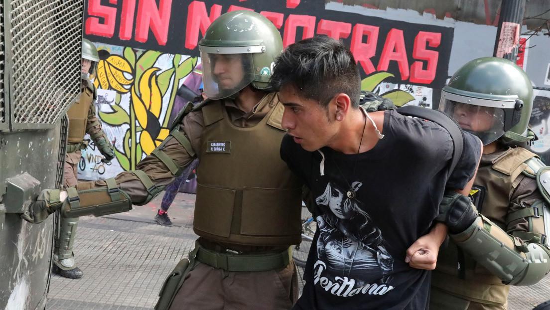 VIDEO: Estudiantes de bachillerato toman colegios y protagonizan duros choques con Carabineros en el segundo aniversario de la gestión de Piñera
