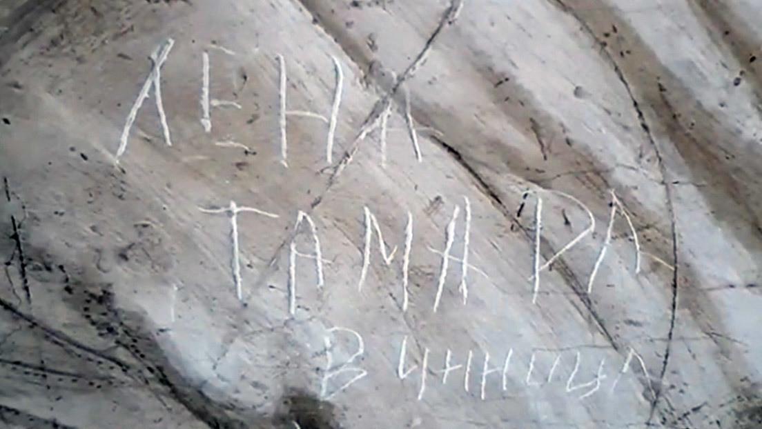 """VIDEO: Dos turistas rayan una de las obras más destacadas de Rafael en el Vaticano para escribir que se llaman """"Lena y Tamara"""""""