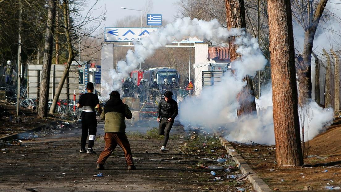 """Grecia niega las acusaciones de que opera """"sitios negros"""" donde maltrata a los migrantes que llegan de Turquía"""